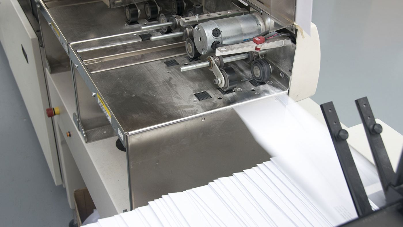 Envelope folding machine